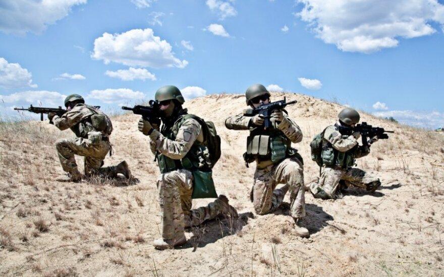 """Главнокомандующий НАТО: Надо учиться воевать с """"зелеными человечками"""""""