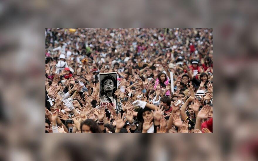 Перчатка Майкла Джексона продана за $49 тыс.