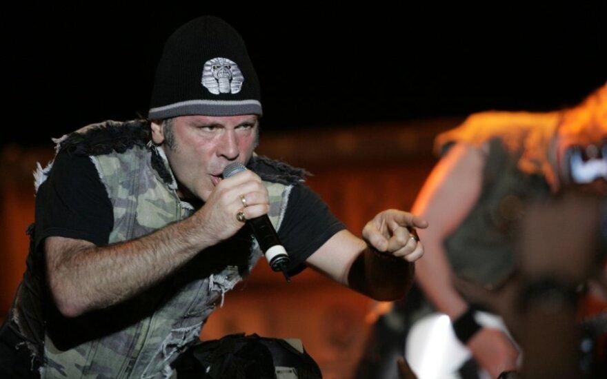 Солист Iron Maiden займется ремонтом самолетов в Уэльсе