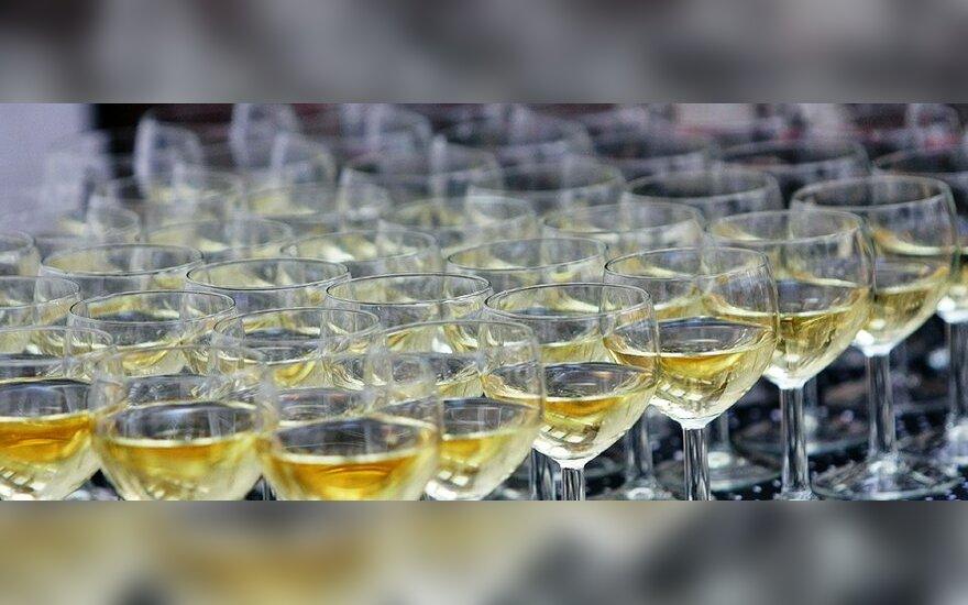 Прогноз: подорожание алкоголя и табака не принесет пользы