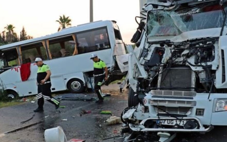 В Турции грузовик врезался в автобус с российскими туристами