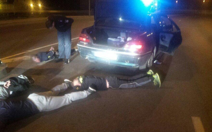 Ночью полиция преследовала полную машину пьяных детей
