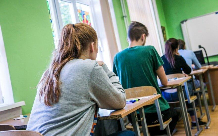 Названа одна из самых насущных проблем в школе: над такими учениками смеются и учителя