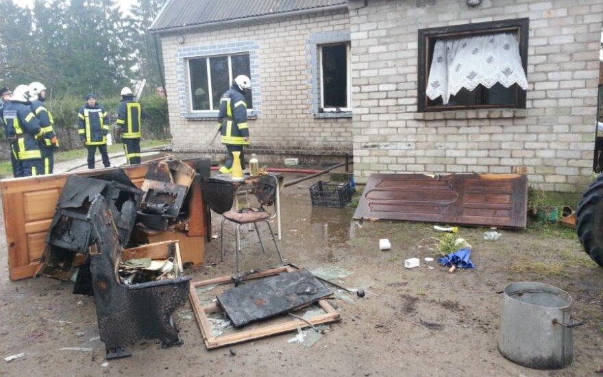 От сильного взрыва дом спасли старые окна