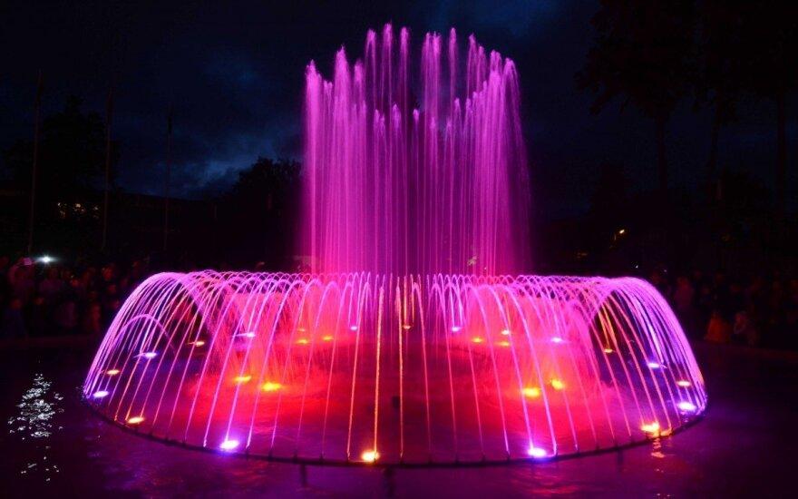 В Паланге открылся поющий и танцующий фонтан