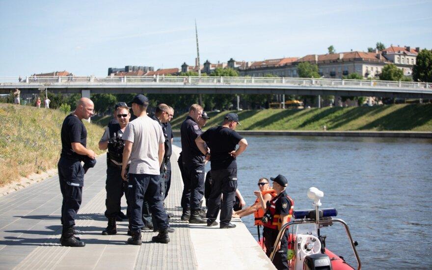 В Вильнюсе из реки достали автомобиль