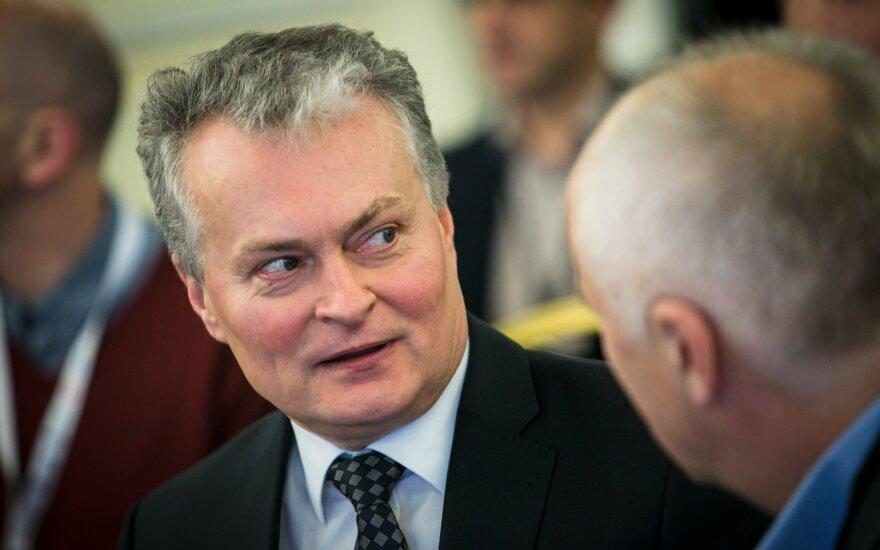 Три причины, по которым эмигранты стали переводить меньше денег в Литву