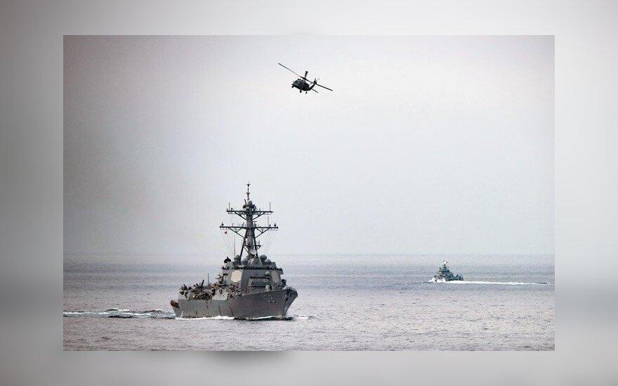 "Вертолет ВМС США упал на авианосец ""Рональд Рейган"""