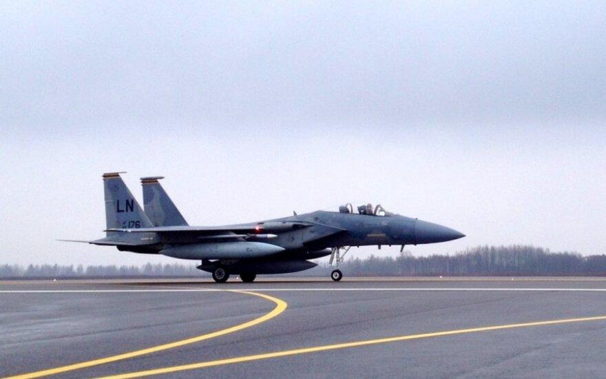 Истребители США приземлились на базе ВВС Литвы в Шяуляй