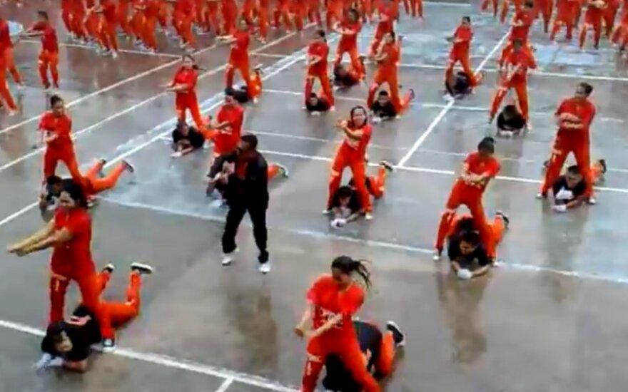 Gangnam Style продолжает набирать популярность – танцуют даже в тюрьме