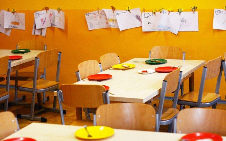Часть жителей Литвы возвращается на работу: детские сады готовы принять детей