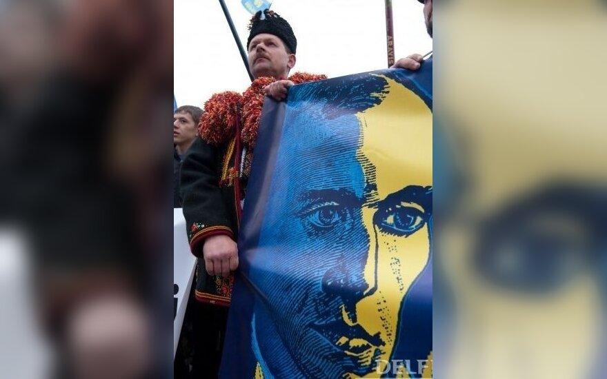 """СМИ: Янукович отменит указ о """"герое"""" Бандере накануне 9 мая"""