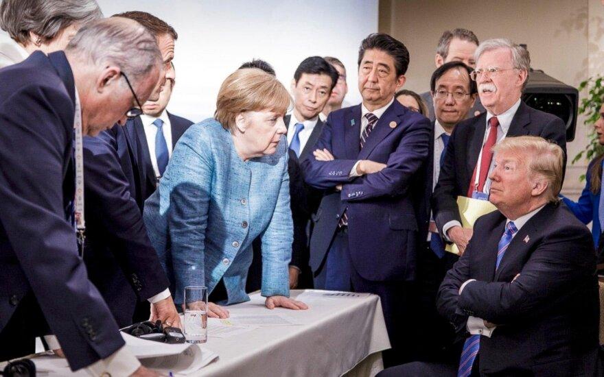 """Подловил момент. Что стоит за этой фотографией на саммите """"Большой семерки""""?"""