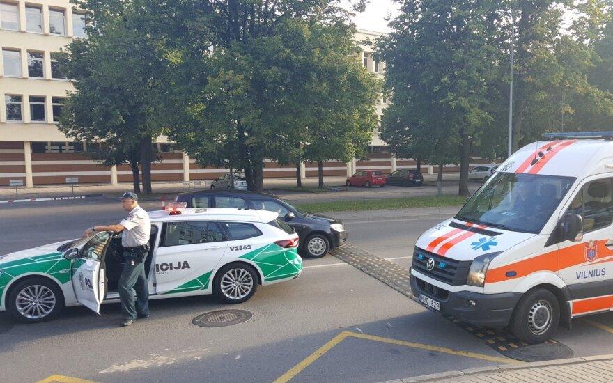 В Вильнюсе у комиссариата автомобиль сбил криминалистку