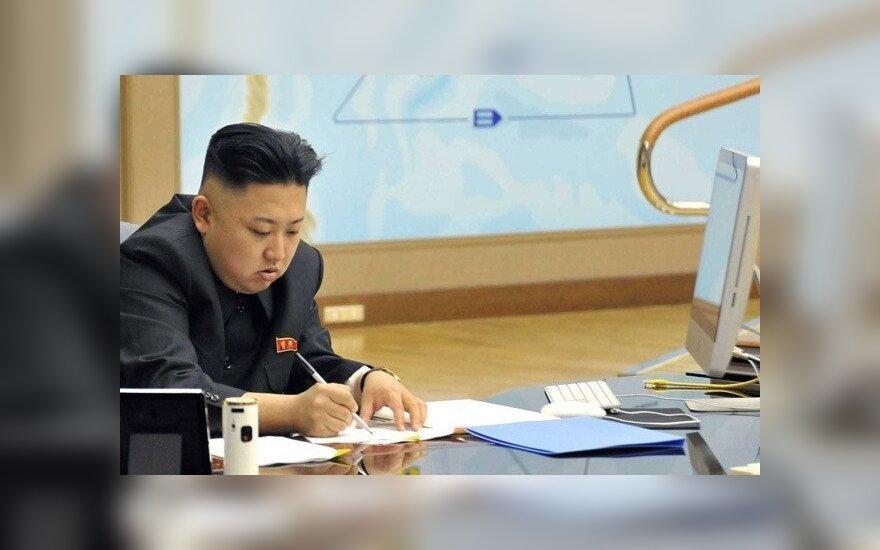 """Ким Чен Ына подловили на использовании """"вражеского"""" iMac"""