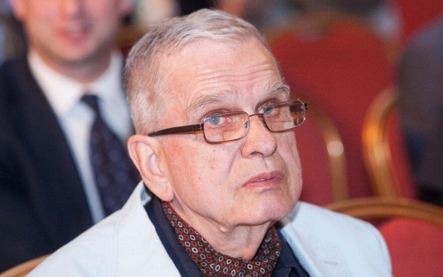 Томас Венцлова удостоен высшей награды Польши