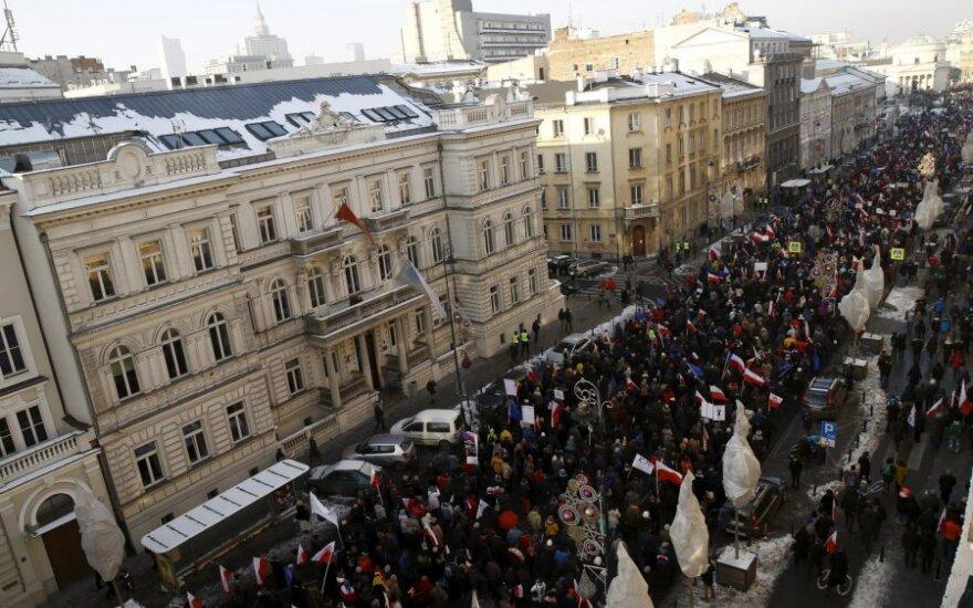 В Польше проходят манифестации против нового закона о расширении доступа к данным граждан