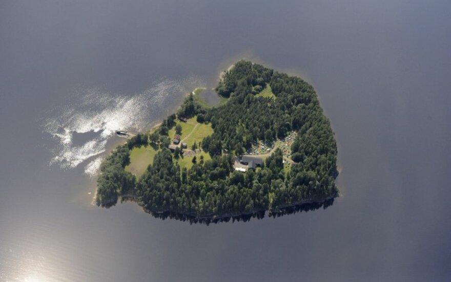Norvegijos saloje iššaudyti žmonės, dalis šoko į vandenį, sužeistus gelbėjo medikai