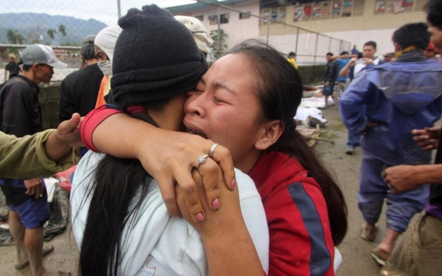 Число жертв тайфуна на Филиппинах возросло до 420 человек
