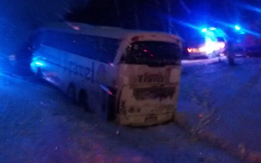 В Алитусском районе с дороги съехал автобус с гражданами Польши