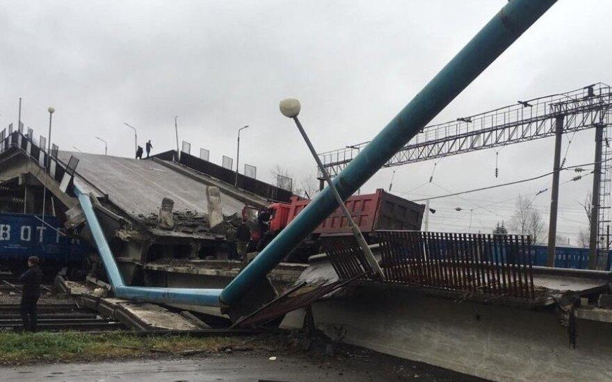 В России мост рухнул на поезд