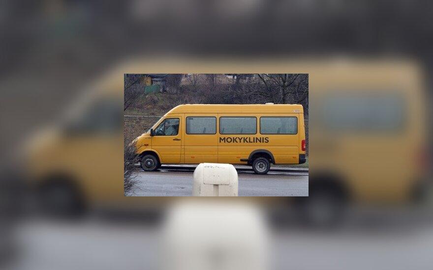 Не все школьники пристегиваются ремнями безопасности в автобусах