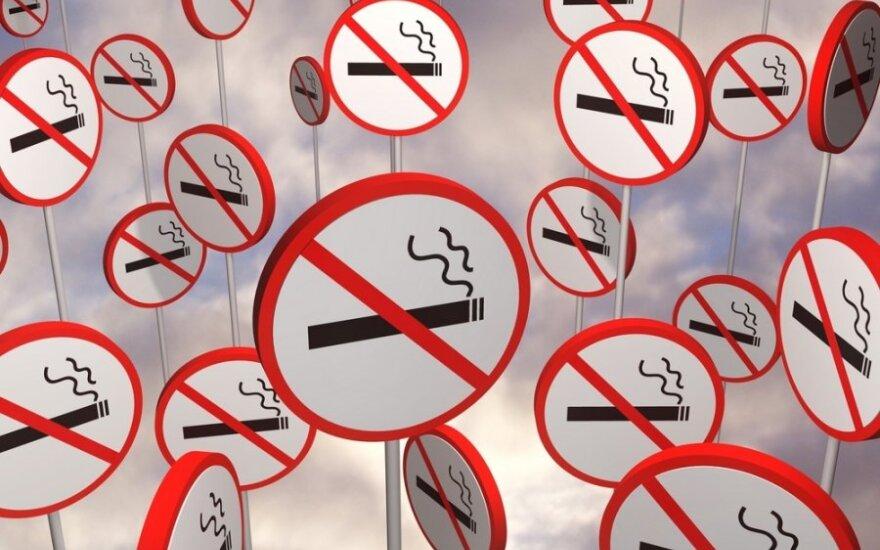Минздрав Литвы предлагает: одинаковая упаковка, запрет на курение в летних кафе и на балконах