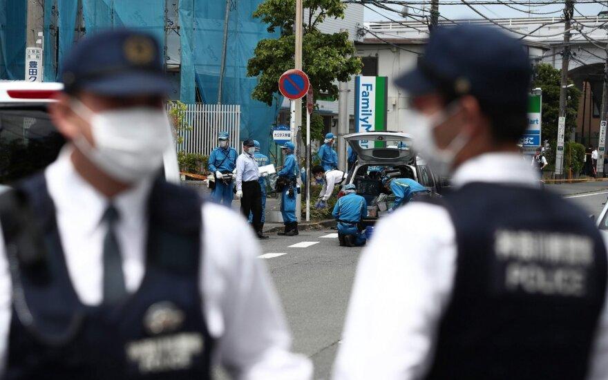Japonijoje vyrui peiliu užpuolus minią, žuvo du žmonės
