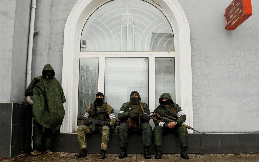 Луганск: на зданиях сепаратистов появились российские флаги