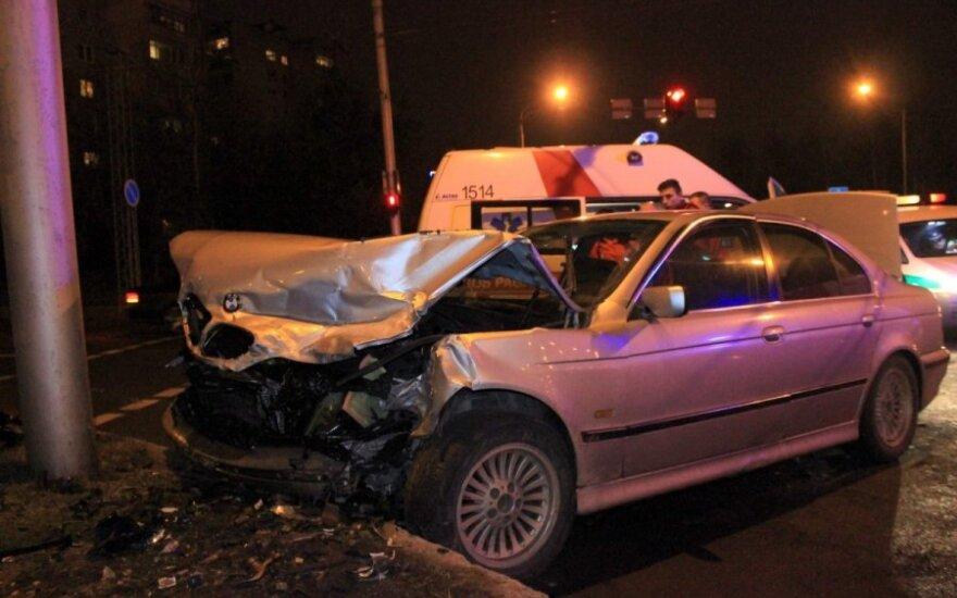 В Каунасе столкнулись Opel и BMW, пострадала девушка
