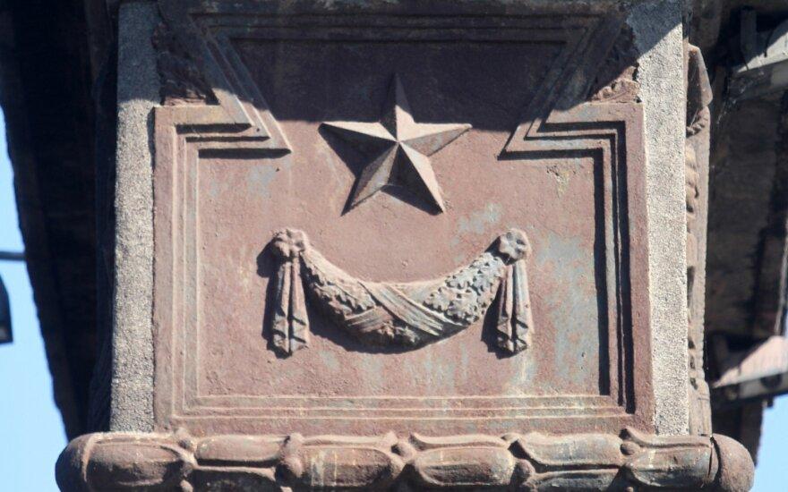 Kiedy czerwone gwiazdy przestaną świecić z cmentarzy?
