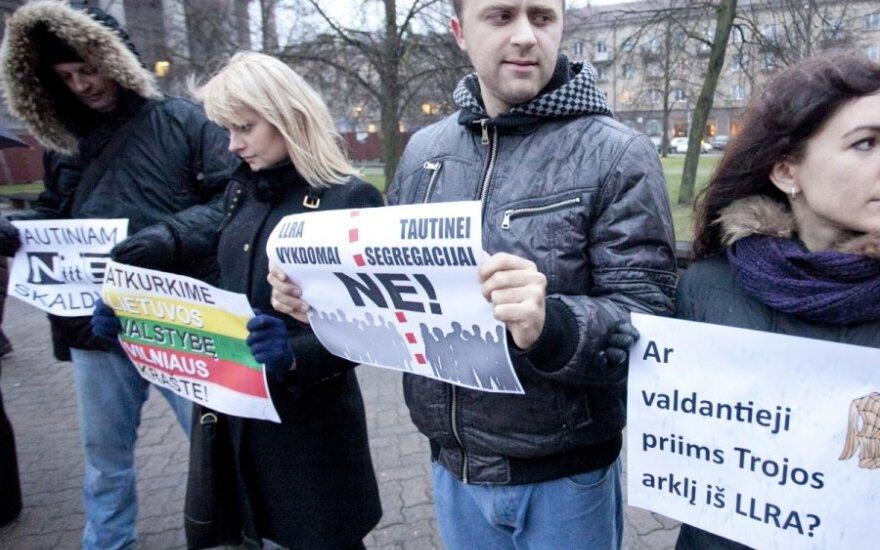 У парламента протестовали против закона о нацменьшинствах Литвы