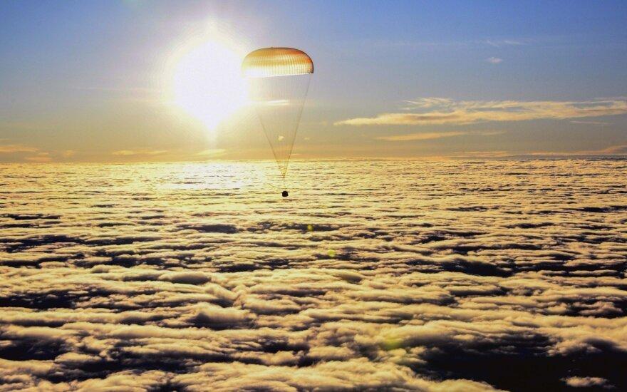 Iš TKS sėkmingai grįžo rusų kosmonautas ir du JAV astronautai