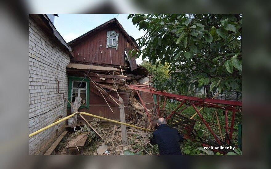В Минске на жилой дом упал башенный кран