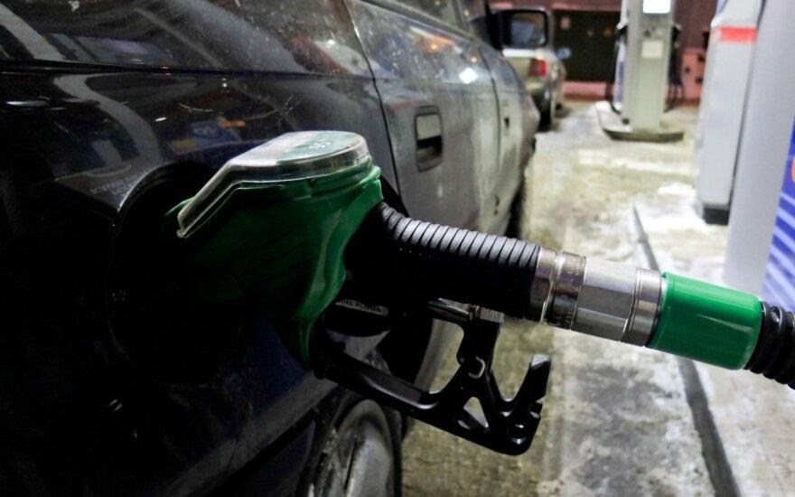Benzyna potaniała o 15 centów