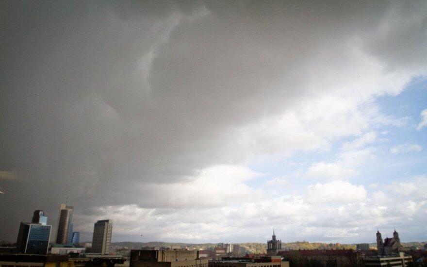 Ждут беспокойные выходные с бурями и дождем