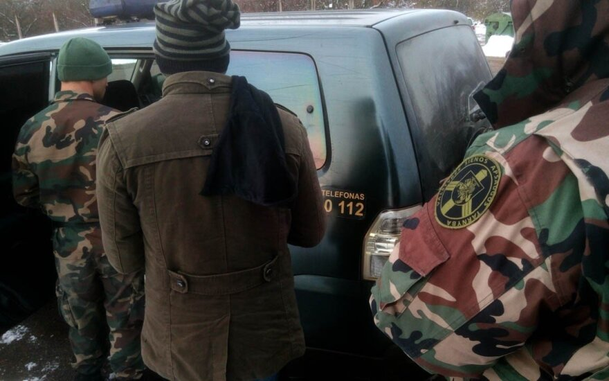 Пограничники задержали бежавших из Латвии непальцев