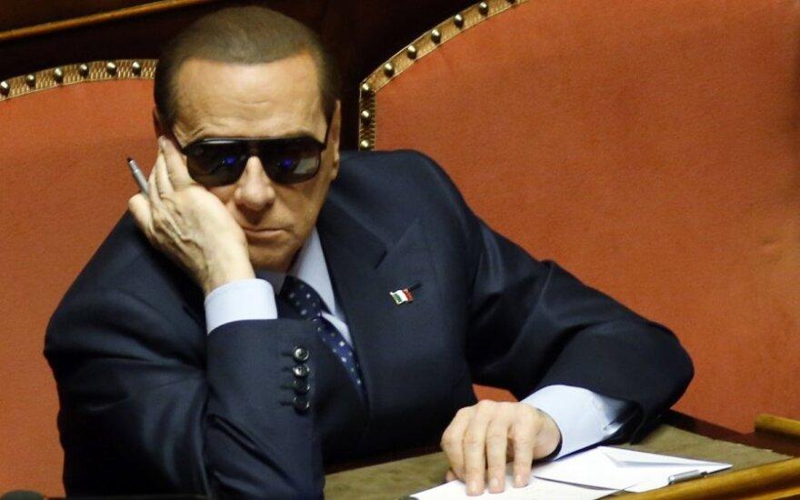 S. Berlusconi savo gimtadienio proga Italijai padovanojo politinę krizę