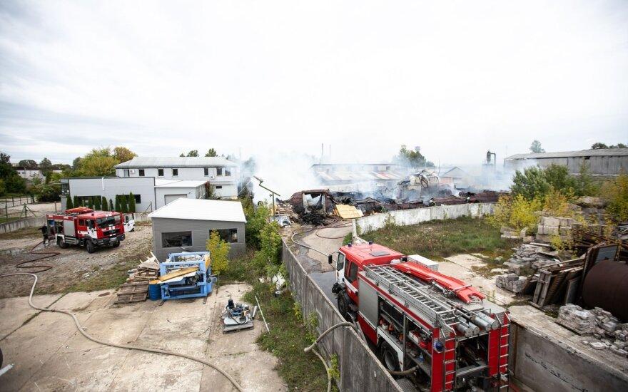 Пожар в Лентварисе нанес ущерб на сумму больше 0,25 млн. евро, действия контрразведчика еще расследуют