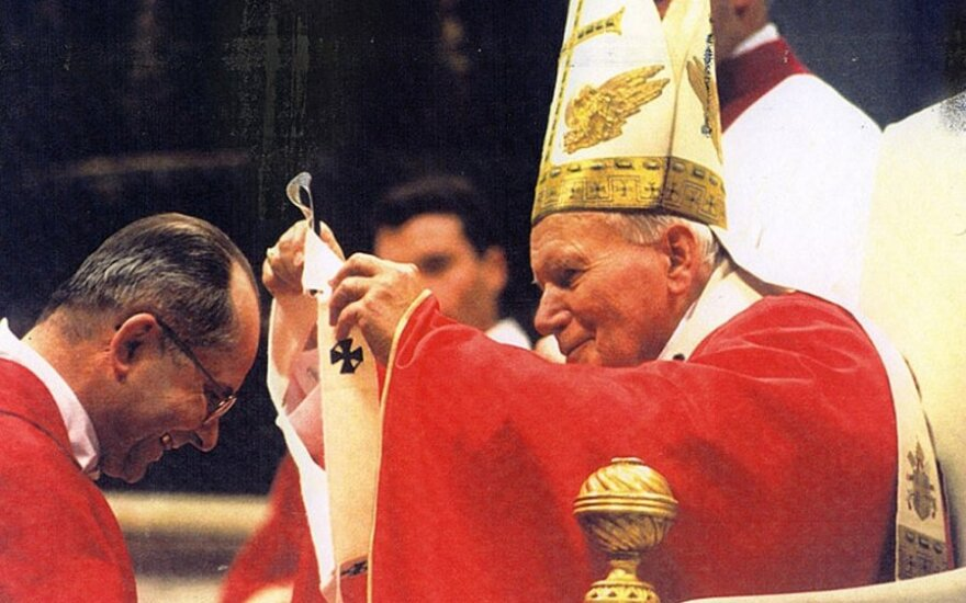 Папа Иоанн Павел II близко дружил с замужней женщиной