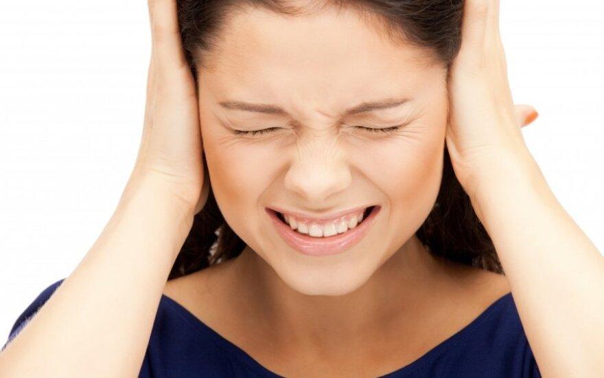 Сера в ушах: чистить или нет?