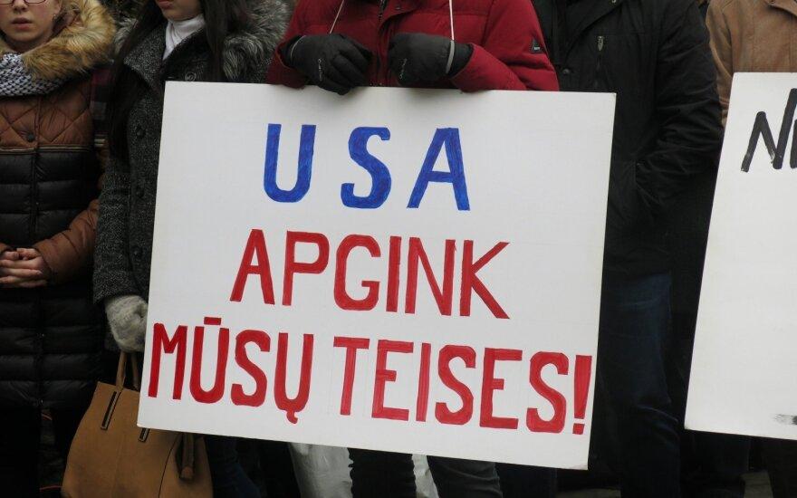 Wiec pod Ambasadą USA