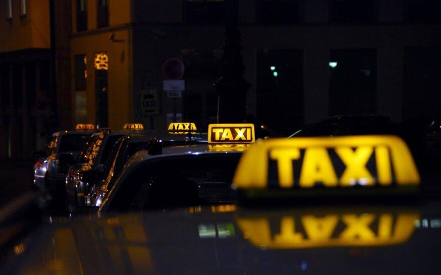 Таксисты бойкотируют новый налог в аэропортах Берлина
