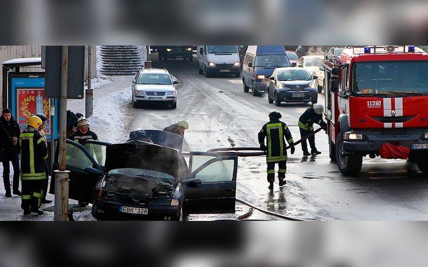 Предупреждают водителей: только огнетушителя не хватит, надо возить бутылку с водой
