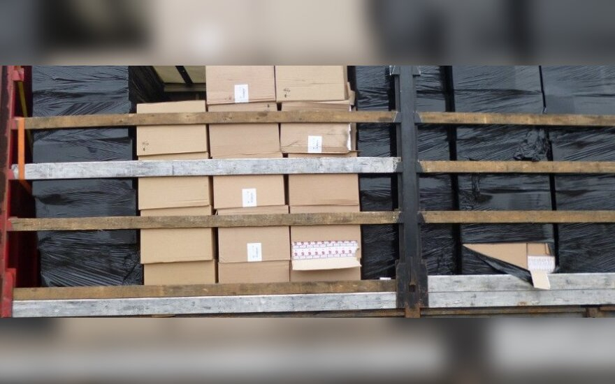 Lazdijų pasieniečiai sulaikė rekordinį kontrabandinių cigarečių krovinį