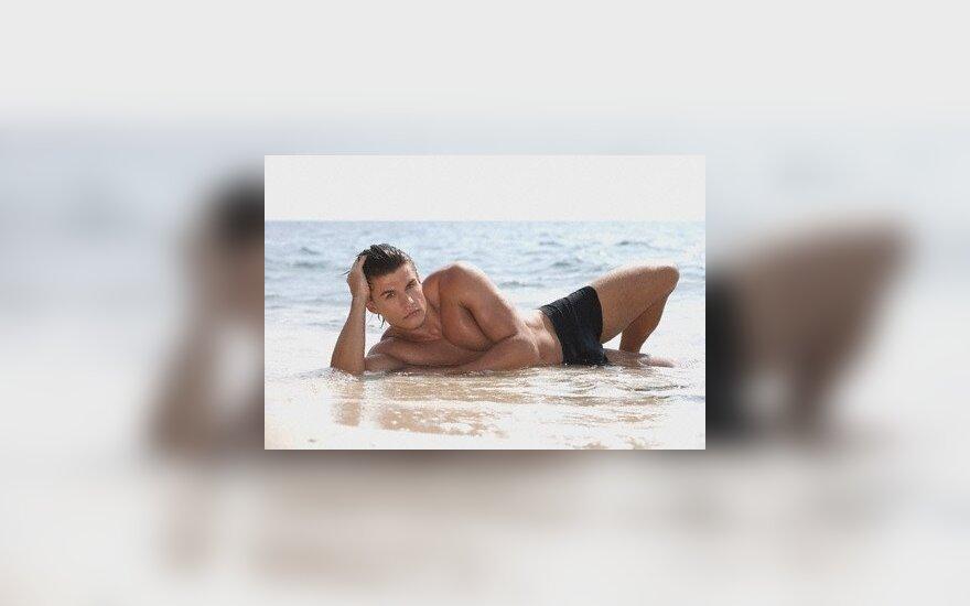 Пляжная мода 2011: мужские плавки