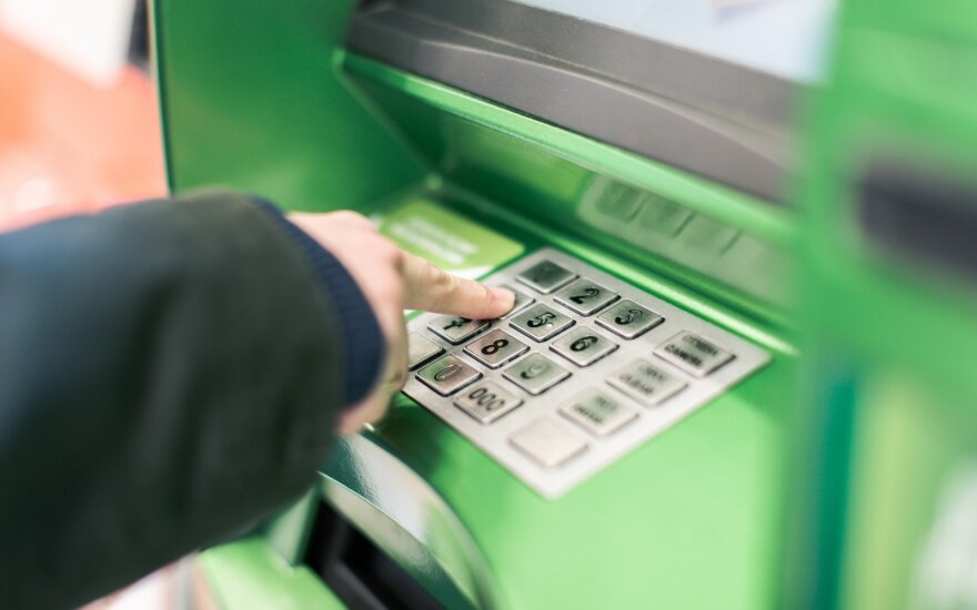 Опрос: жители Литвы считают, что банковских отделений не хватает, а услуги стоят дорого