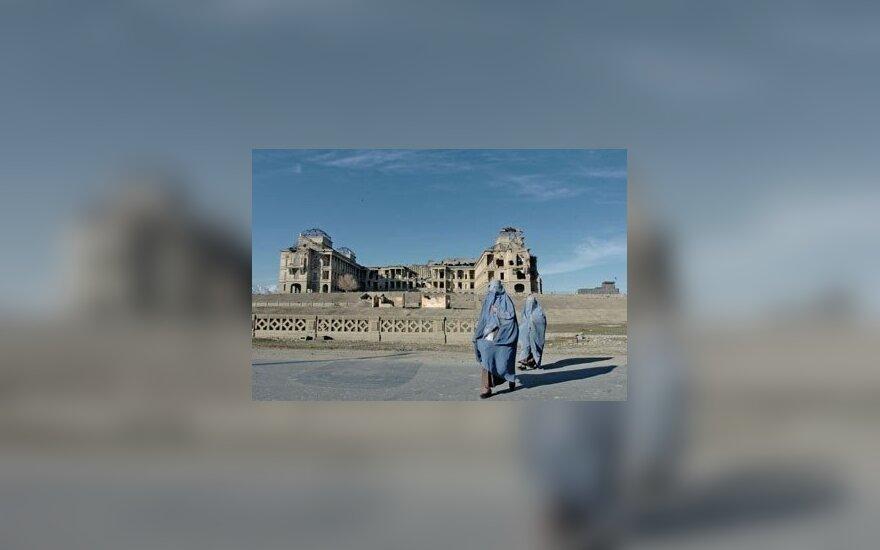 Karo apgadinti Darlaman rūmai Kabule, Afganistane.