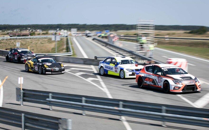 В Паланге в ралли на 1106 км лидируют два Porsche 911 GT3 Cup