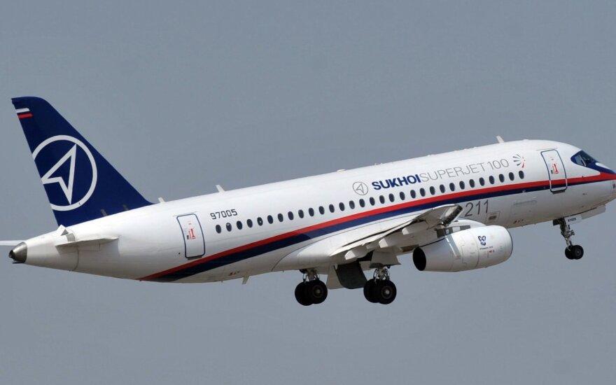 Самолет SSJ-100 с неисправным двигателем экстренно приземлился в Самаре